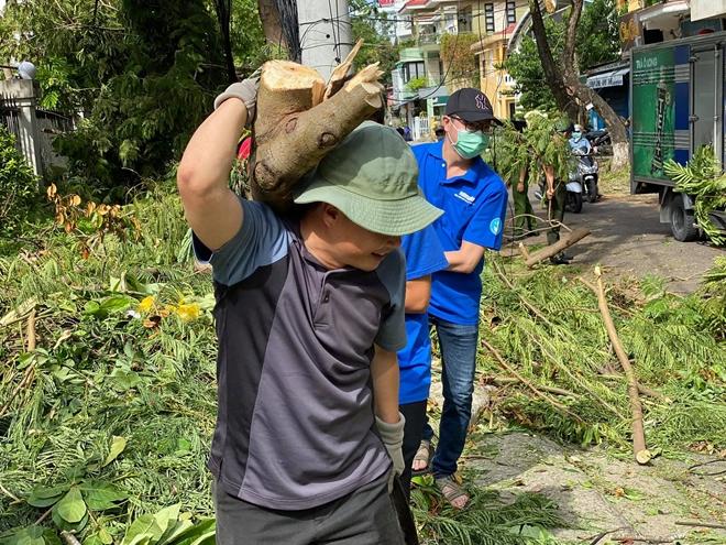 Công an các phường ở TP Huế nỗ lực dọn cây xanh gãy đổ sau bão - Ảnh minh hoạ 3