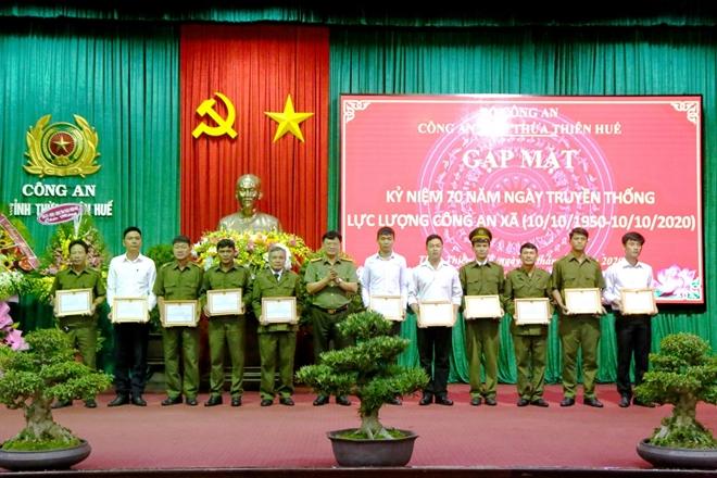 Thừa Thiên Huế: Khen thưởng nhiều cán bộ Công an xã