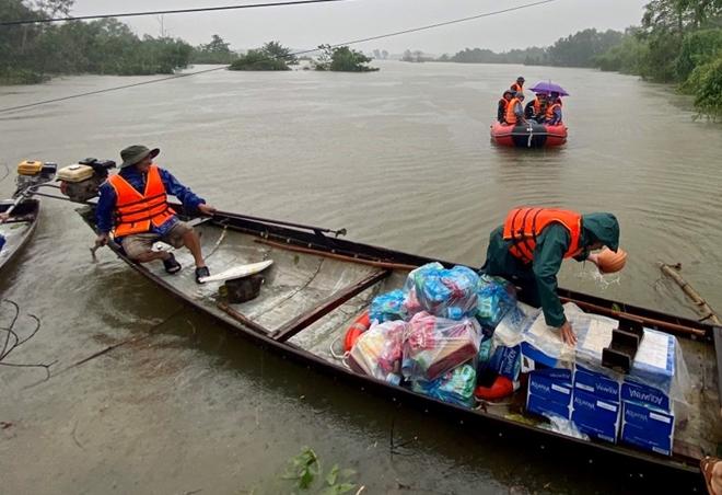 Xúc động hình ảnh lực lượng Công an vượt mưa lũ cứu dân - Ảnh minh hoạ 5