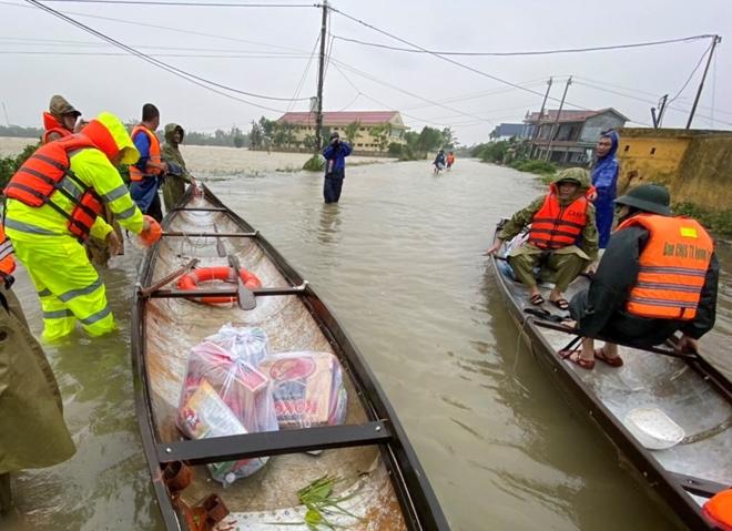Xúc động hình ảnh lực lượng Công an vượt mưa lũ cứu dân - Ảnh minh hoạ 6
