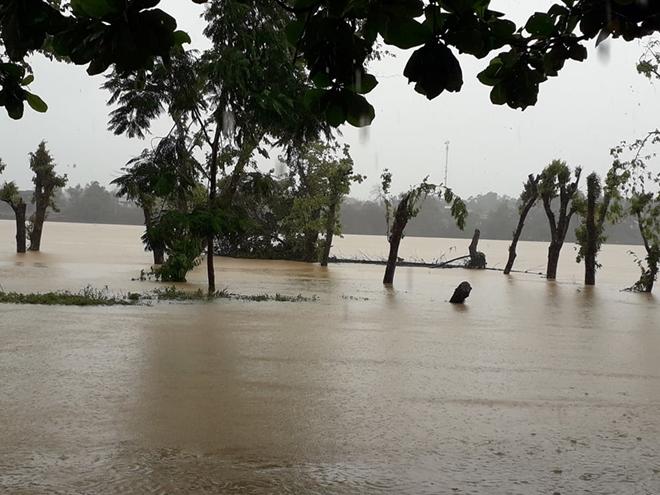 Xúc động hình ảnh lực lượng Công an vượt mưa lũ cứu dân - Ảnh minh hoạ 13