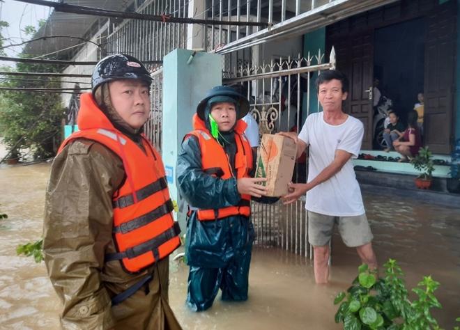 Xúc động hình ảnh lực lượng Công an vượt mưa lũ cứu dân - Ảnh minh hoạ 9