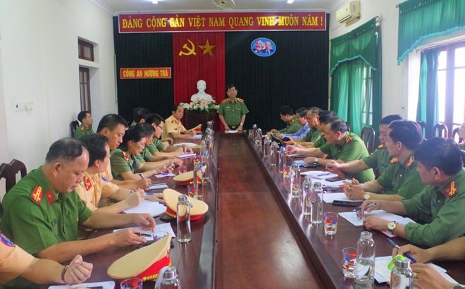 Thứ trưởng Nguyễn Văn Sơn chỉ đạo công tác khắc phục hậu quả mưa lũ tại miền Trung - Ảnh minh hoạ 2