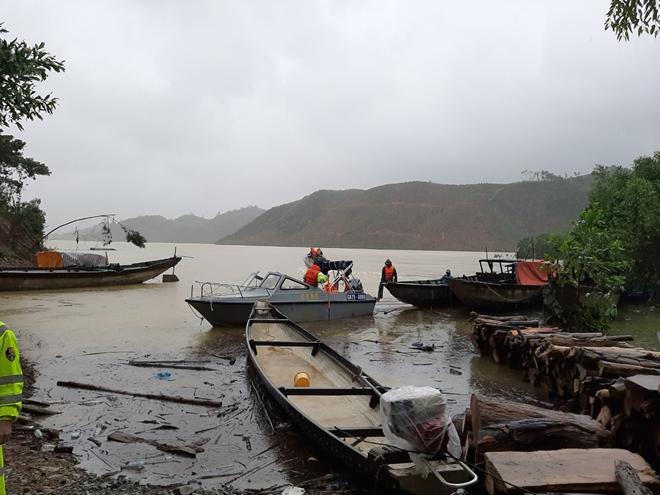 Vượt mưa lũ đưa thi thể nạn nhân thủy điện Rào Trăng 3 trở về - Ảnh minh hoạ 4