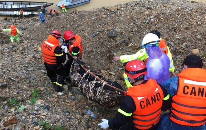 Vượt mưa lũ đưa thi thể nạn nhân thủy điện Rào Trăng 3 trở về - Ảnh minh hoạ 7