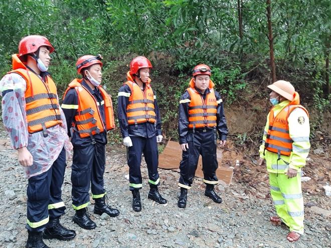 Vượt mưa lũ đưa thi thể nạn nhân thủy điện Rào Trăng 3 trở về - Ảnh minh hoạ 2