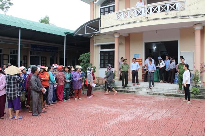 Báo CAND và các nhà tài trợ trao hơn 2.500 suất quà cho người dân vùng lũ - Ảnh minh hoạ 3