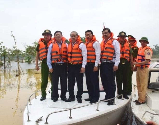 Bộ Công an bàn giao ca nô công suất lớn cho Công an Thừa Thiên Huế - Ảnh minh hoạ 4