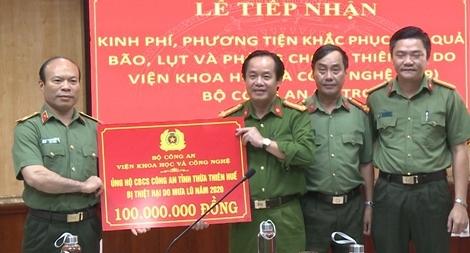 Chung tay chia sẻ khó khăn với đồng bào vùng bão lụt Thừa Thiên Huế