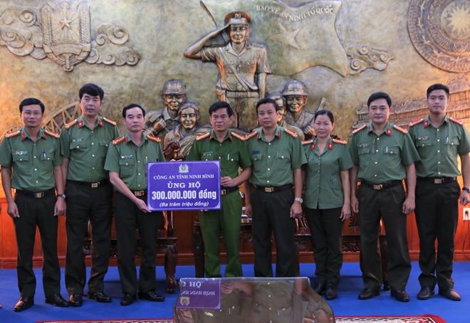 Chung tay chia sẻ khó khăn với đồng bào vùng bão lụt Thừa Thiên Huế - Ảnh minh hoạ 4