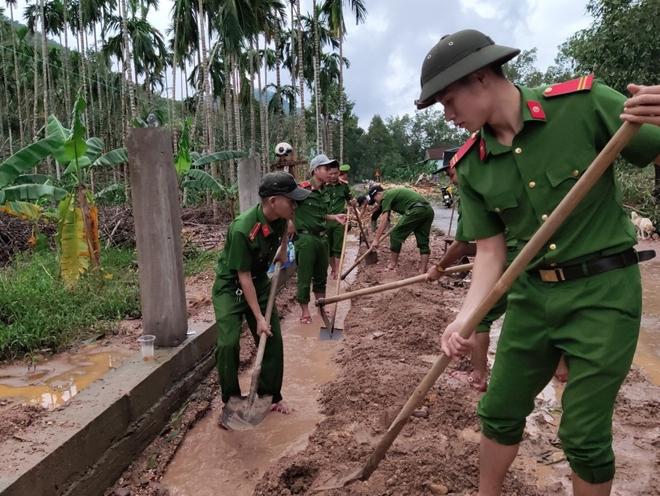 Chủ Nhật tình nguyện giúp dân của tuổi trẻ Công an Thừa Thiên Huế - Ảnh minh hoạ 5