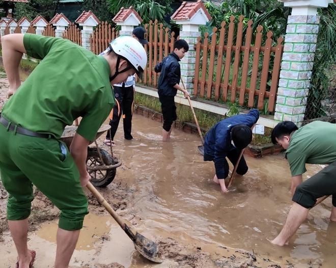 Chủ Nhật tình nguyện giúp dân của tuổi trẻ Công an Thừa Thiên Huế - Ảnh minh hoạ 6
