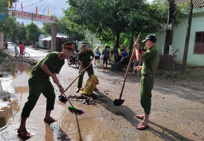 Chủ Nhật tình nguyện giúp dân của tuổi trẻ Công an Thừa Thiên Huế - Ảnh minh hoạ 7