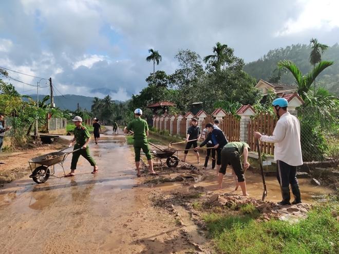 Chủ Nhật tình nguyện giúp dân của tuổi trẻ Công an Thừa Thiên Huế - Ảnh minh hoạ 8