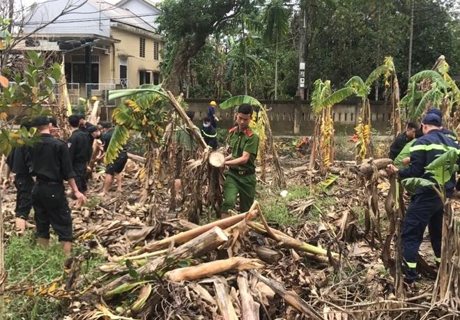 Chủ Nhật tình nguyện giúp dân của tuổi trẻ Công an Thừa Thiên Huế - Ảnh minh hoạ 2