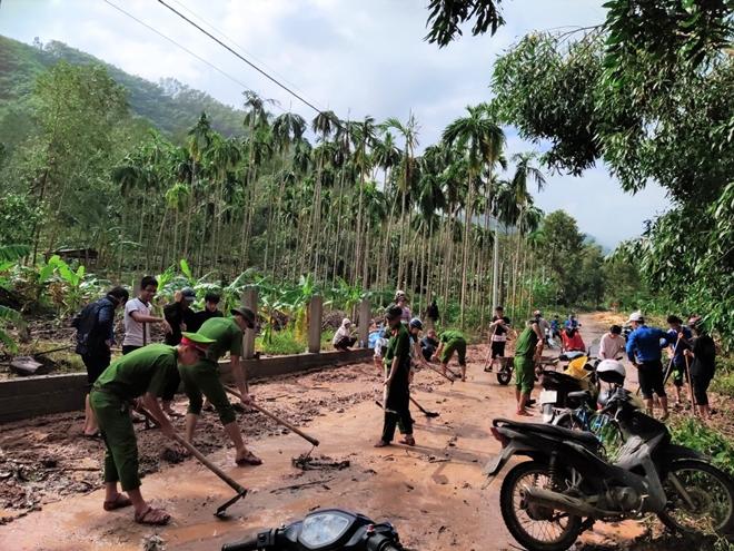 Chủ Nhật tình nguyện giúp dân của tuổi trẻ Công an Thừa Thiên Huế - Ảnh minh hoạ 4