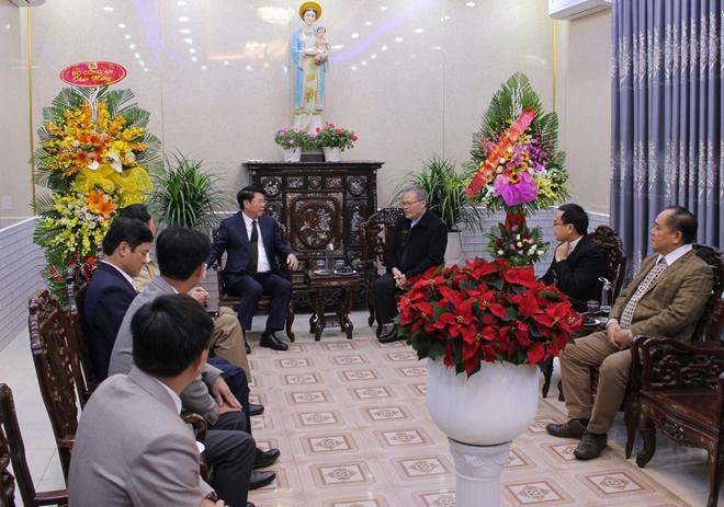 Thứ trưởng Bùi Văn Nam thăm, chúc mừng giáng sinh Tòa Tổng Giám mục Huế - Ảnh minh hoạ 2