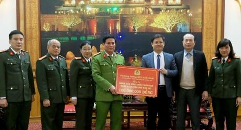 Hỗ trợ 1,1 tỷ đồng giúp người dân Thừa Thiên Huế khắc phục hậu quả bão lụt