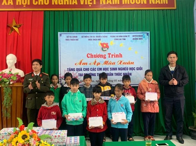 Công an tỉnh Thừa Thiên Huế tặng áo ấm cho học sinh nghèo - Ảnh minh hoạ 4