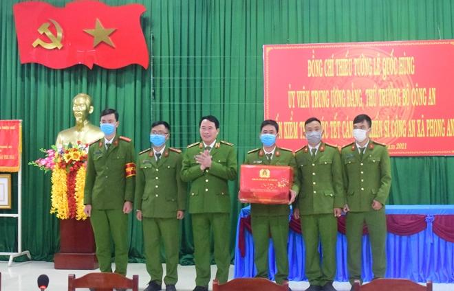 Thứ trưởng Lê Quốc Hùng kiểm tra công tác, chúc Tết các đơn vị Công an xã