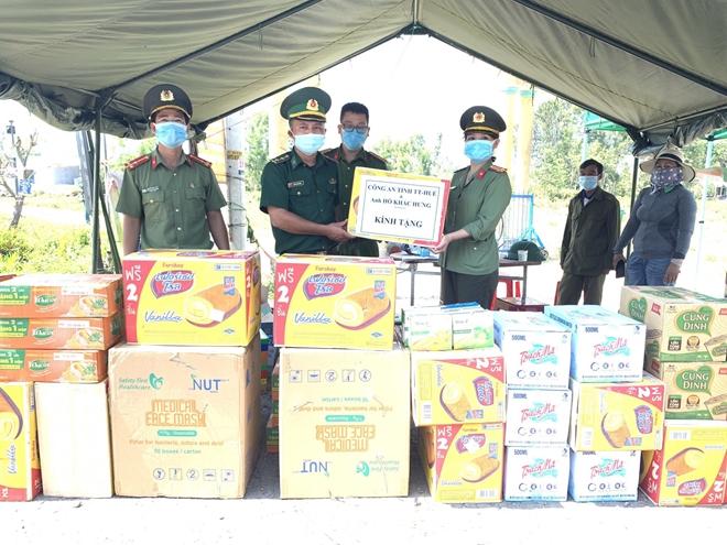 Giám đốc Công an tỉnh Thừa Thiên Huế  động viên lực lượng tuyến đầu chống dịch - Ảnh minh hoạ 3