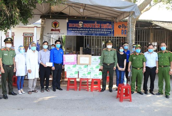 Giám đốc Công an tỉnh Thừa Thiên Huế  động viên lực lượng tuyến đầu chống dịch - Ảnh minh hoạ 2