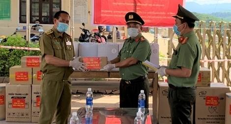 Tặng thiết bị phòng, chống dịch cho Sở An ninh 2 tỉnh nước bạn Lào