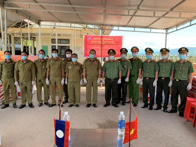 Tặng thiết bị phòng, chống dịch cho Sở An ninh 2 tỉnh nước bạn Lào - Ảnh minh hoạ 2