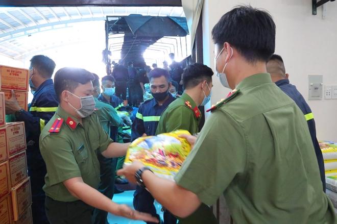 Công an tỉnh Thừa Thiên Huế chung sức cùng TP Hồ Chí Minh chống dịch - Ảnh minh hoạ 2