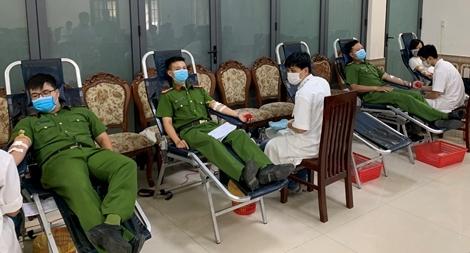 Tuổi trẻ Công an Thừa Thiên Huế tình nguyện hiến hàng trăm đơn vị máu