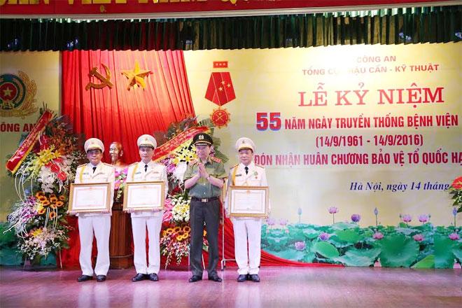 Bệnh viện 19-8 đón nhận Huân chương Bảo vệ Tổ quốc hạng Nhất