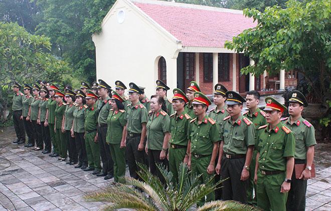 Công đoàn Tổng cục Chính trị CAND về nguồn tại Quảng Bình, Quảng Trị