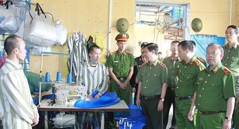 Thứ trưởng Nguyễn Văn Sơn làm việc tại Trại giam Hồng Ca