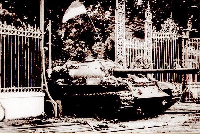 Gặp tác giả bức ảnh: Xe tăng Quân giải phóng đánh chiếm Dinh Độc Lập ngày 30-4-1975
