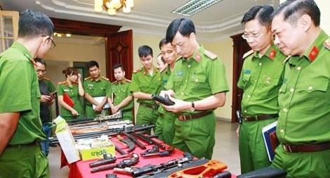 Người thi hành nhiệm vụ được nổ súng vào đối tượng đang sử dụng vũ khí thực hiện hành vi khủng bố, giết người