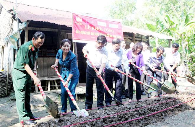 Xây dựng 170 căn nhà Đại đoàn kết tặng hộ nghèo