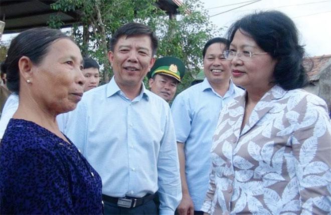 Phó Chủ tịch nước thăm hỏi động viên người dân vùng bão - Ảnh minh hoạ 4