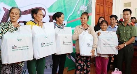 Chia sẻ khó khăn cùng người dân vùng bão lũ Nghệ An