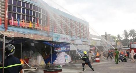 Thực tập phương án chữa cháy và cứu nạn cứu hộ tại chợ Vạn Ninh