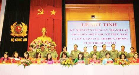 Hội Phụ nữ Khối các đơn vị trực thuộc Bộ trưởng ký giao ước thi đua