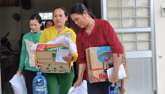 Báo CAND và Hoa hậu Đặng Thu Thảo tặng quà người dân vùng bão lũ Phú Yên, Khánh Hòa - Ảnh minh hoạ 5