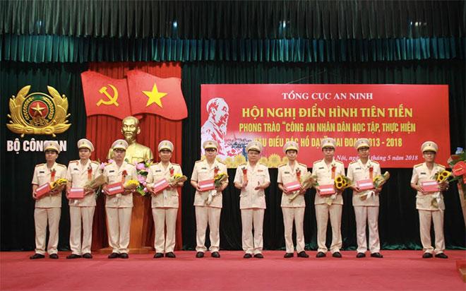 Nhiều điển hình tiên tiến được nhân dân, các tổ chức trong và ngoài lực lượng CAND khen ngợi - Ảnh minh hoạ 2