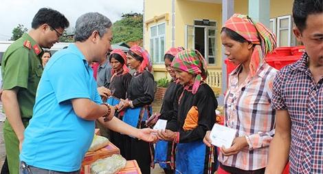 Công an Hải Phòng hỗ trợ gần 400 triệu đồng cho bà con vùng lũ Lai Châu