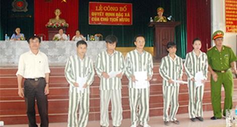 Trại giam Ninh Khánh công bố quyết định tha tù trước thời hạn có điều kiện