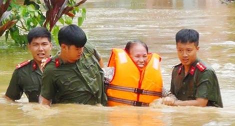 Trung úy Công an gặp nạn trên đường đi phòng chống lũ lụt