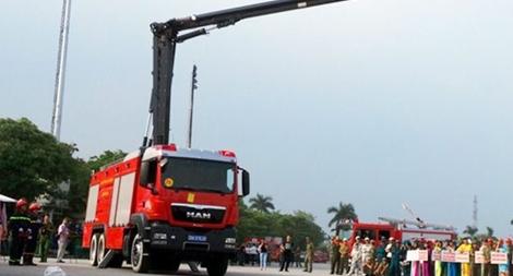 Bộ Công an tiếp nhận 81 xe chữa cháy, cứu nạn cứu hộ hiện đại