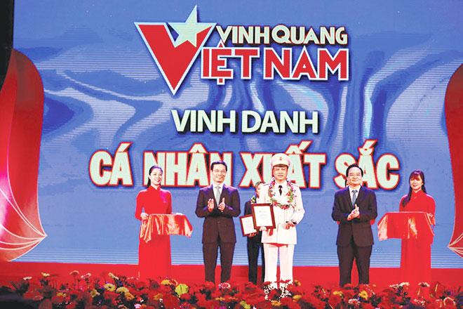 Trưởng Công an phường được tôn vinh tại chương trình
