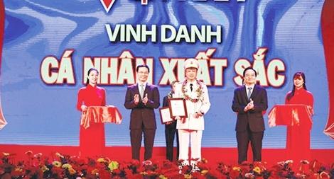 """Trưởng Công an phường được tôn vinh tại chương trình """"Vinh quang Việt Nam"""""""