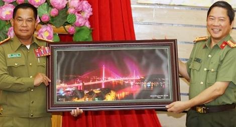 Công an tỉnh Quảng Ninh và Công an tỉnh Xay Nha Bu Ly trao đổi công tác