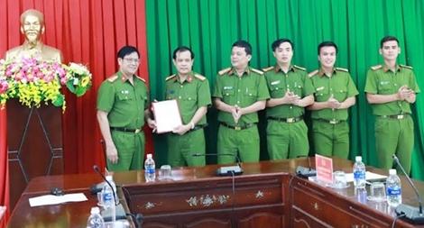 Lãnh đạo Bộ Công an khen thưởng Phòng CSHS Công an tỉnh Đắk Nông